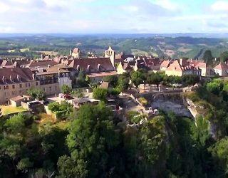 Dordogne Périgord: de wijngaarden van Vin de Domme liggen ten zuiden van Domme.