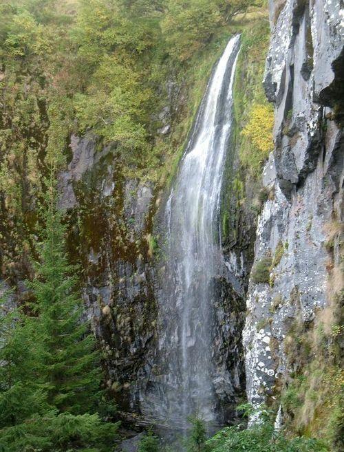 De indrukwekkende cascade van la Dore even voor de samenvloeiìng met la Dogne.