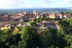 Het bastide-dorp Domme in Dordogne, volgens The Telegraph het mooiste dorp van Frankrijk.