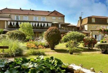 Dordogne Périgord: Bib Gourmand-restaurant bistro Les Glycines in Les Eyzies-de-Tayac-Sireuil.