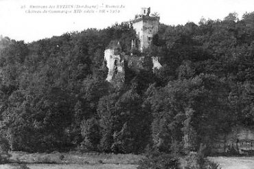 Dordogne-Périgord: Chateau de Commarque in het dal van de Beune tussen Sarlat en Les Eyzies.