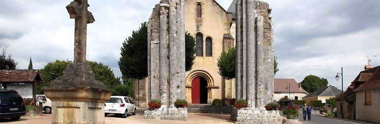 De kolossale zuilen voor de kerk in Saint-Raphael bij Excideuil in Dordogne intrigeerden de bekende Engelse schilder John Piper.