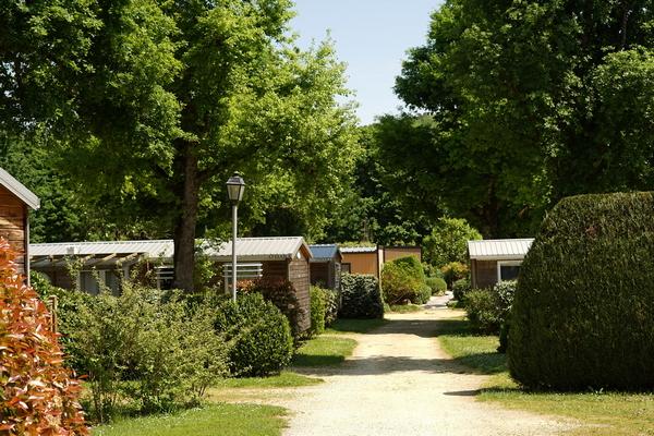 Veilig kamperen in Dordogne tijdens coronacrisis.Zoals hier op camping Le Paradis bij de Vézère.