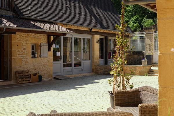 Dordogne: kamperen zomervakantie tijdens coronacrisis.Camping Le Paradis bij de Vézère..